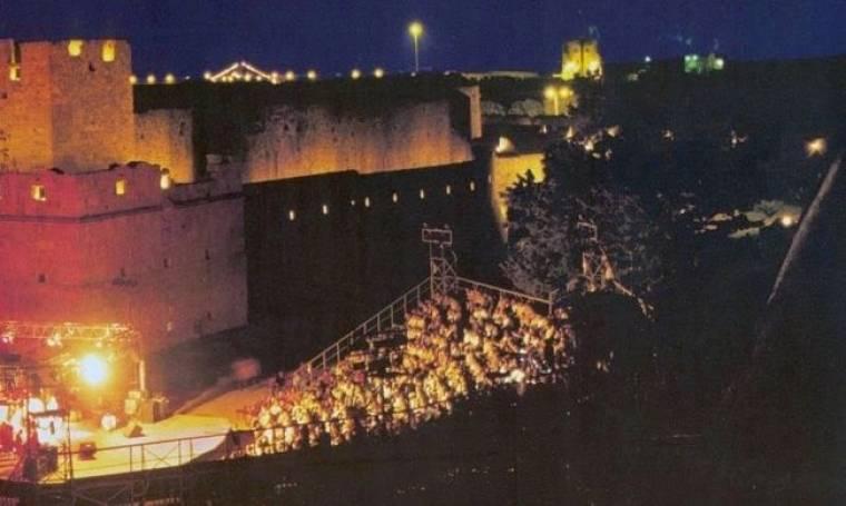 Ντροπή: Σαρδέλες στη συναυλία Πρωτοψάλτη-Αρβανιτάκη στη Ρόδο. Τσαμπουκάς και φωνές (Nassos Blog)
