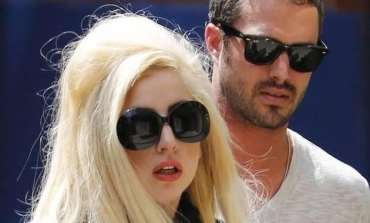 Lady Gaga: Θα ντυθεί νυφούλα στο… διάστημα!