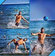 Όλοι παίζουν ρακέτες στην παραλία και ο Πετρέλης ποδόσφαιρο