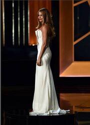 Η Sofia Vergara πήγε στα Emmy για να δείξει... τις καμπύλες της