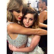 Η Sydney Sierota, η δημιουργία της Κριθαριώτη και η Taylor Swift