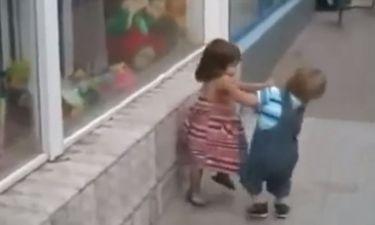 Απολαυστικό βίντεο! Από μικρός στα βάσανα ο πιτσιρικάς