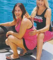 Οικογένεια Παπαδάκου: Αγκαλιά με τα δελφίνια