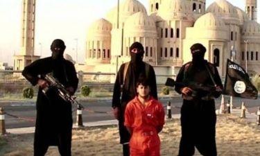 Τζιχαντιστές του Ισλαμικού Κράτους αποκεφάλισαν Κούρδο μαχητή (vid+pics)