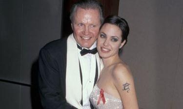 Γιατί η Angelina Jolie δεν κάλεσε στον γάμο της τον πατέρα της;