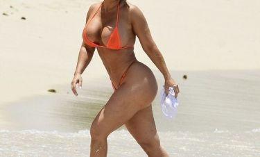 Σχεδόν γυμνή, αναστάτωσε τα Barbados!