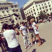 Κωνσταντίνα Σπυροπούλου: Για γυρίσματα στην Θεσσαλονίκη με τους παρουσιαστές του «World party»