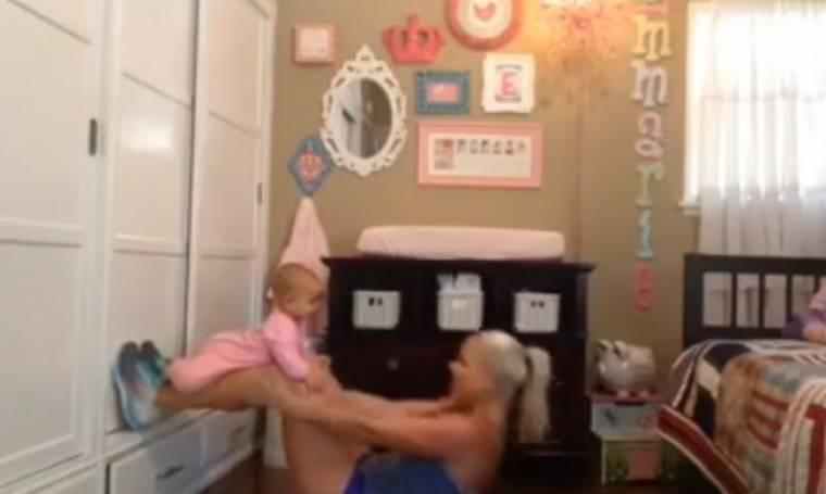 Απολαυστικό βίντεο: Διασκεδαστικός τρόπος γυμναστικής και παιχνιδιού με το μωρό σας!