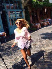 Κωνσταντίνα Σπυροπούλου-Ζήνα Κουτσελίνη: Για καφεδάκι με την Βίκυ Χατζηβασιλείου στην Θεσσαλονίκη