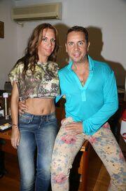 Δείτε πόσο πολύ μοιάζει ο Γιώργος Μαζωνάκης με την αδερφή του