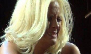 Λύγισε η Μποφίλιου. Γιατί άρχισε να κλαίει με λυγμούς πάνω στην σκηνή;