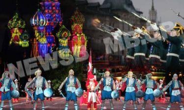 Τούρκοι παρελαύνουν στην Κόκκινη Πλατεία και οι Έλληνες... κοιμούνται (pics)