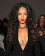 Μόνο η Rihanna θα έκανε τέτοια εμφάνιση. Βγήκε με τα εσώρουχα και ένα… σακάκι