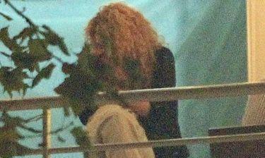 Τι έρωτας κι αυτός! Τα «καυτά» φιλιά στα γενέθλια του πατέρα της...