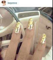 Οι celebrities μας δείχνουν τα νύχια τους