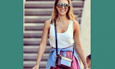 Η Τζέσικα Άλμπα με τσάντα της Ελληνίδας σχεδιάστριας Μαίρης Κατράντζου