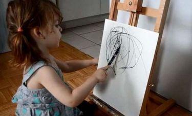 Μοναδικό: Η 2χρονη κόρη της ζωγράφιζε και τα έργα της τα έκανε πίνακες ζωγραφικής! (εικόνες)