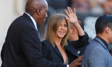 Jennifer Aniston: Δεν αποχωρίζεται τα ψηλοτάκουνά της, ούτε στην εγκυμοσύνη της