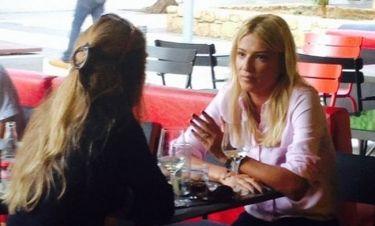 Η Φαίη Σκορδά στο café της Μπεκατώρου