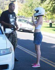 Miley Cyrus: Δεν άντεξε τους παπαράτσι και κάλεσε την αστυνομία