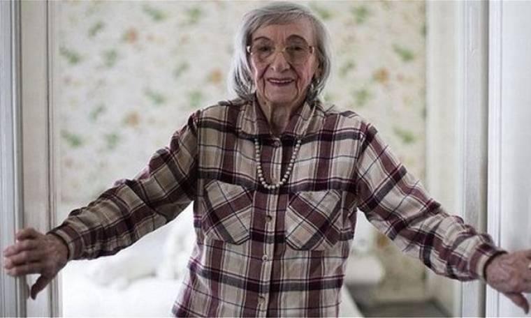 Η γυναίκα που δοκίμαζε το φαγητό του Χίτλερ θυμάται