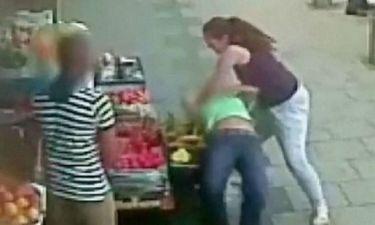 Για γέλια: Δείτε τα μαλλιοτραβήγματα δυο γυναικών για... μια θέση parking!