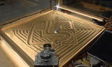 Το μηχάνημα που κάνει περίτεχνα σχέδια στην άμμο (Video)