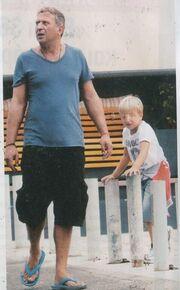 Κώστας Κόκλας: Βόλτα με τον γιο του