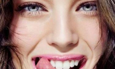 Κάτασπρο χαμόγελο & υγιή δόντια με αλόη και βαλσαμέλαιο: Κάντε την απλή συνταγή στο σπίτι