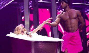 Kylie Minogue: Πιο σέξι από ποτέ εμφανίστηκε στην έναρξη της συναυλίας της!