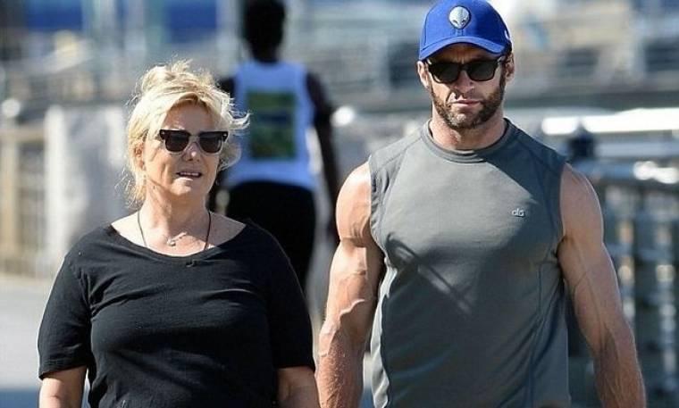 Η σύζυγος του Jackman ξεσπάει: «Το βρίσκω προσβλητικό και υποτιμητικό να με λένε τυχερή για τον γάμο μου»
