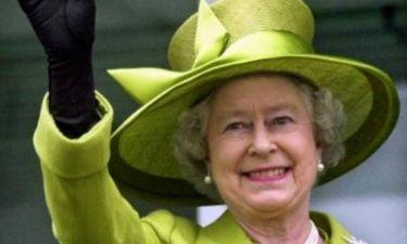 Αγγελία: Ζητείται υπεύθυνος για να αφαιρεί τις...τσίχλες από τα Βασιλικά Ανάκτορα
