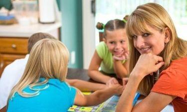 5 διασκεδαστικά παιχνίδια που μπορούν να μάθουν στο παιδί γράμματα και αριθμούς!
