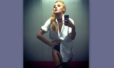 Tάμτα: Selfie φορώντας μόνο τις ζαρτιέρες