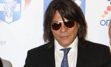 Γιατί φορά συνεχώς μαύρα γυαλιά ο Ηλίας Ψινάκης;