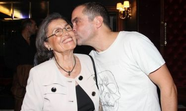 Το τρυφερό φιλί του Μαρκουλάκη στην μητέρα του