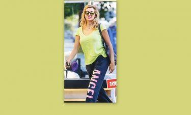 Η Σπυροπούλου με στυλ αθλητικό στην Γλυφάδα
