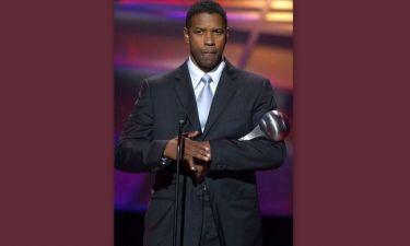 Γιατί κρύβει πάντα το ένα του δάχτυλο ο Denzel Washington;