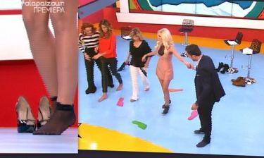 Το έκανε κι αυτό! Η Καινούργιου έβγαλε τα τακούνια της on air!