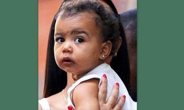 Δε θα πιστεύετε πόσο κοστίζουν τα σκουλαρίκια της κόρης της Kim Kardashian!