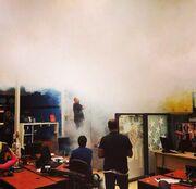«Πυκνοί καπνοί» σε πλατό εκπομπής