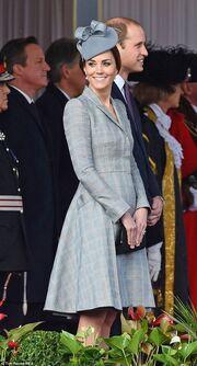 Η πρώτη δημόσια εμφάνιση της Kate Middleton με φουσκωμένη κοιλια!