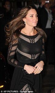 Kate Middleton: Επιτέλους είδαμε την κοιλίτσα της!