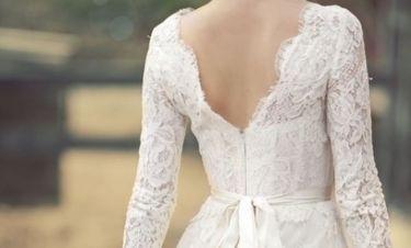 Έλα Χριστέ! Δεν παντρεύεται αλλά αγόρασε το φόρεμα του γάμου