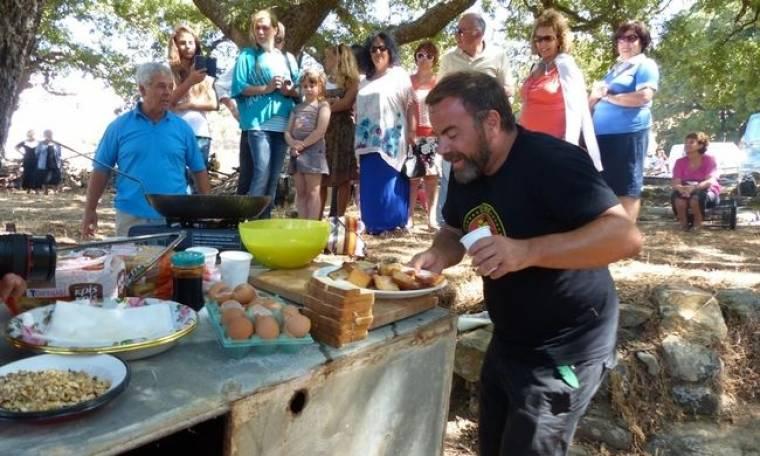 Ο Βασίλης Καλλίδης μαγειρεύει στην Νάξο