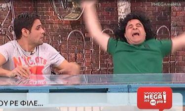 Μega Με Μία: Έπεσε από την καρέκλα on air o Μάρκος Σεφερλής
