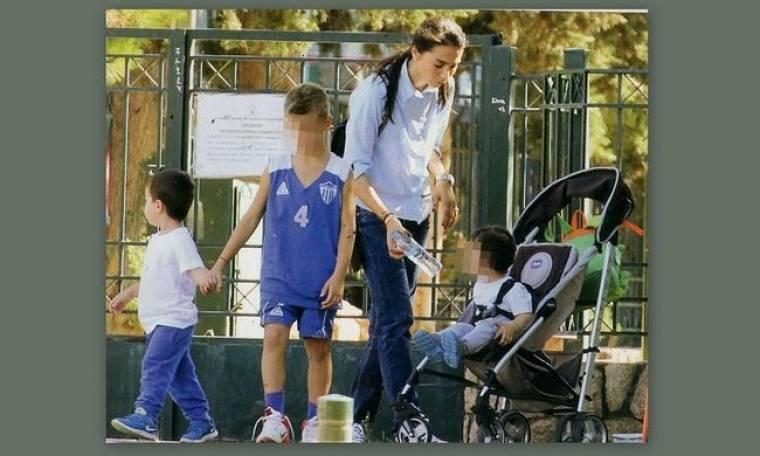 Σπανούλης- Χοψονίδου: Στην παιδική χαρά με τα παιδιά τους