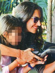Νόνη Δούνια: Στο λούνα παρκ με τα παιδιά της