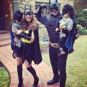 Δείτε την Καλομοίρα με τον άντρα και τα παιδιά της μεταμφιεσμένους για το Halloween