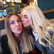 Κατερίνα Καινούργιου: Το φιλί στην καλύτερή της φίλη και το μήνυμα στο instagram